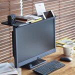 薄くなったディスプレイの上を棚として使える、ちょっと便利なアタッチメントグッズ「キングジム ディスプレイボード」