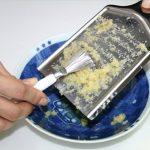 あると便利なこのグッズ♪ 目に詰まって取きれない時に重宝する おろし金やすり鉢用「スクレイパー」