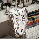 何これおもしろ☆ 巨匠ダリの名作「記憶の固執」の融解時計がモチーフになったユニークな時計「溶ける時計」