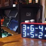 何コレw 表示が数式になってるユニークな置き時計「アルバートクロック」