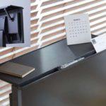 ディスプレイの上を有効活用☆ ディスプレイの上に取り付ける小物置きスペース「ディスプレイボード」