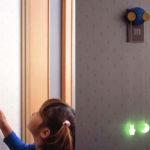 見て見てできたよ☆ 壁のスイッチに手が届かない子ども用スイッチアタッチメント「こどもスイッチ」