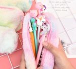 もふもふしたフォルムがとってもキュート☆ ふわふわのファーの手触りも嬉しい「ふわふわペンケース」