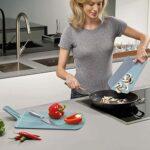 切った食材を移しやすい☆ 持ち手がついてちりとりのように折って使える「チョップ2ポット」
