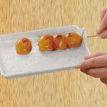串物料理で大活躍☆ 串から具材を抜き取るフックがついたアイデアお皿「串抜き皿」