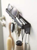 玄関に取り付けてとっても便利☆ 出かけるときの必須なものを置いて忘れにくい「マグネットキーフック&トレイ」