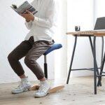 前後に揺れる構造で歩くように座れる椅子☆ バランス感覚が刺激されて姿勢が良くなる腰痛対策イス「バランスシナジー」