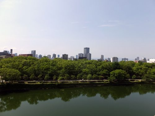 大阪城公園からビル群を2